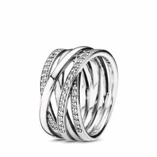 Srebrn prstan s kubičnim cirkonom
