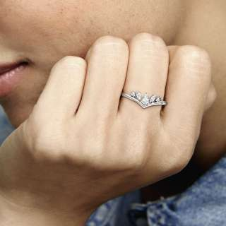 Prstan z biserom markizne oblike s prsno kostjo za srečo