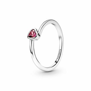 Prstan z nagnjenim srčkom in rdečim kamnom