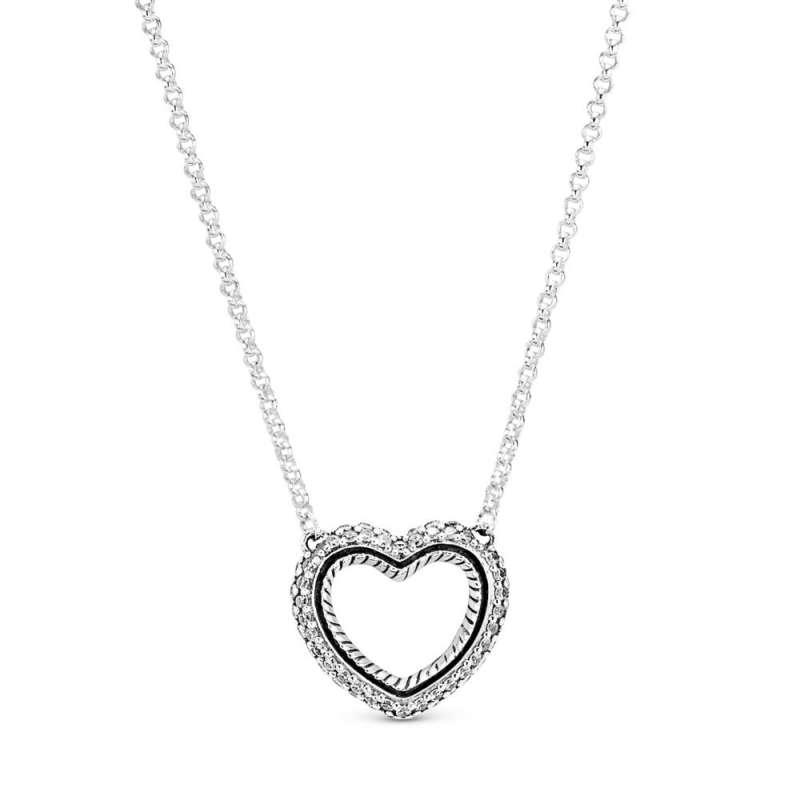 Ogrlica z izrezljanim srcem in kačastimi verižicami ter okrašena na način Pavé