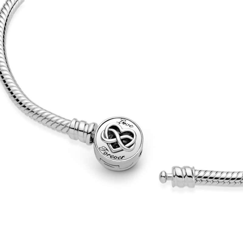 Zapestnica Pandora Moments s ploščato zaponko s srčkom in znakom neskončnosti na sredi
