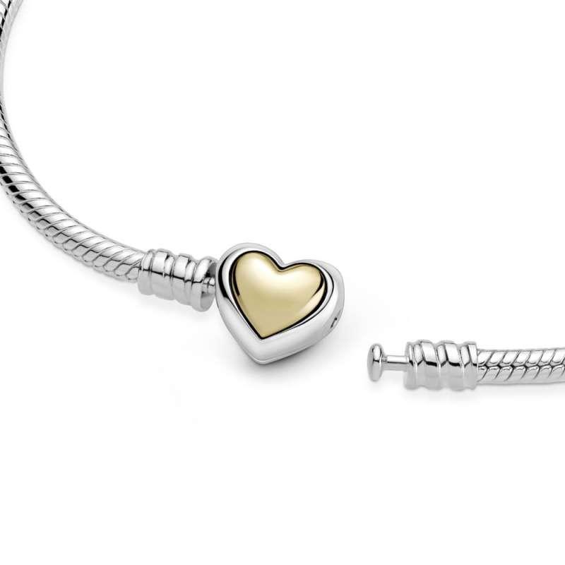 Zapestnica Pandora Moments s kupolasto zlato srčasto zaponko