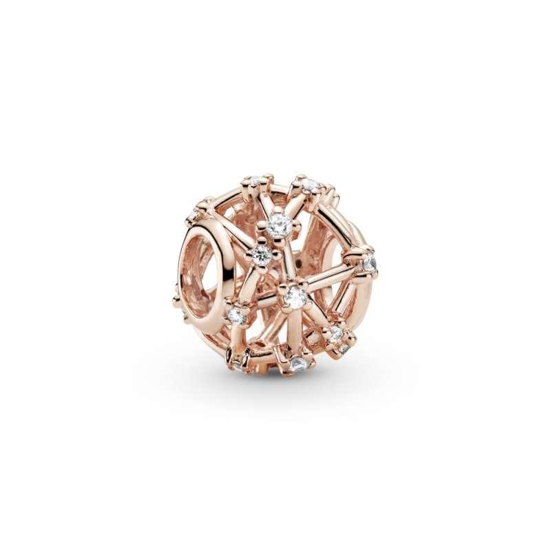 Obesek Pandora Rose z izrezljanimi zvezdicami