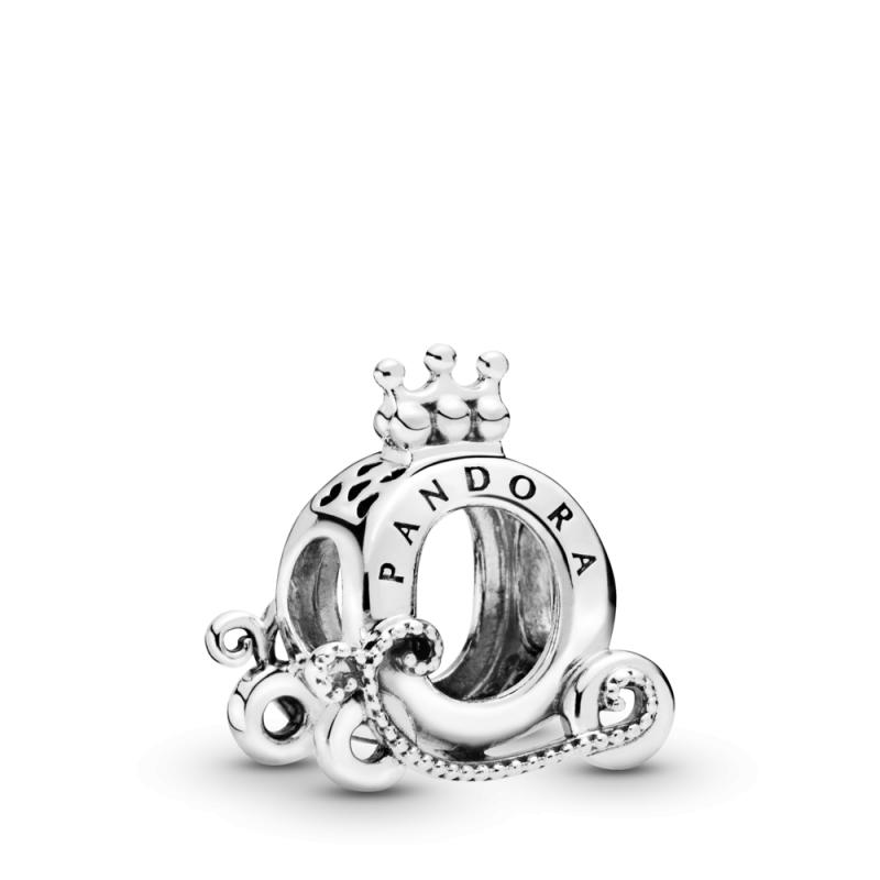 Obesek v obliki krone in kočije