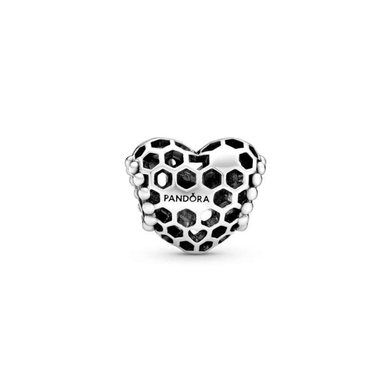 Obesek v obliki srca z izrezljanimi panji