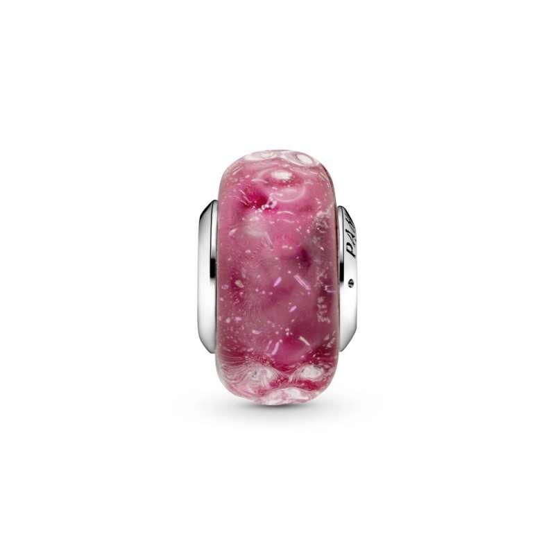 Obesek iz elegantno valovitega rožnatega muranskega stekla