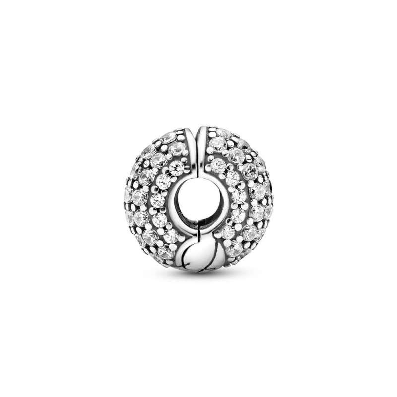 Sponkast amulet z vzorcem kačaste verižice in vdelavo Pavé