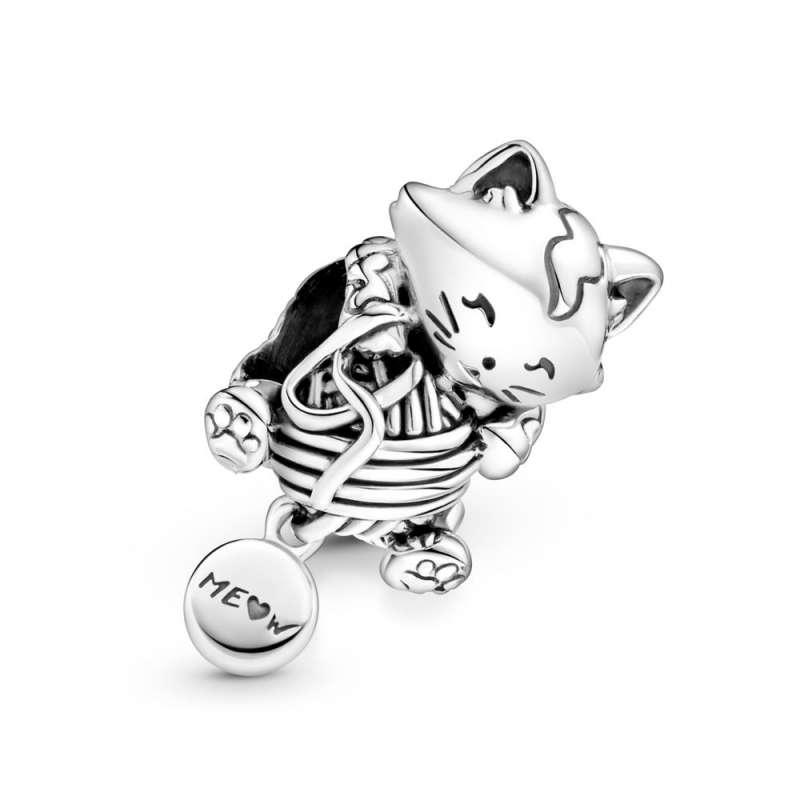 Obesek mačke s klobčičem volne